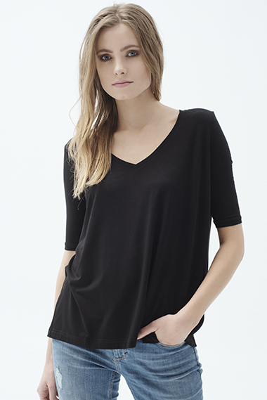 LOOSE BLACK T-SHIRT